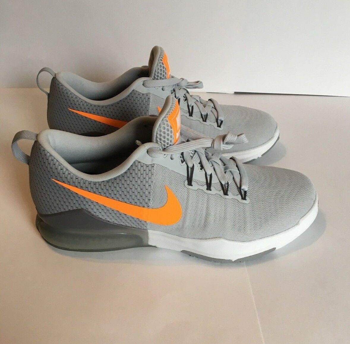 NIKE MEN'S  ZOOM TRAIN ACTION Shoes (Pure Platimum/Orange) Size 8.5  (B) Grade