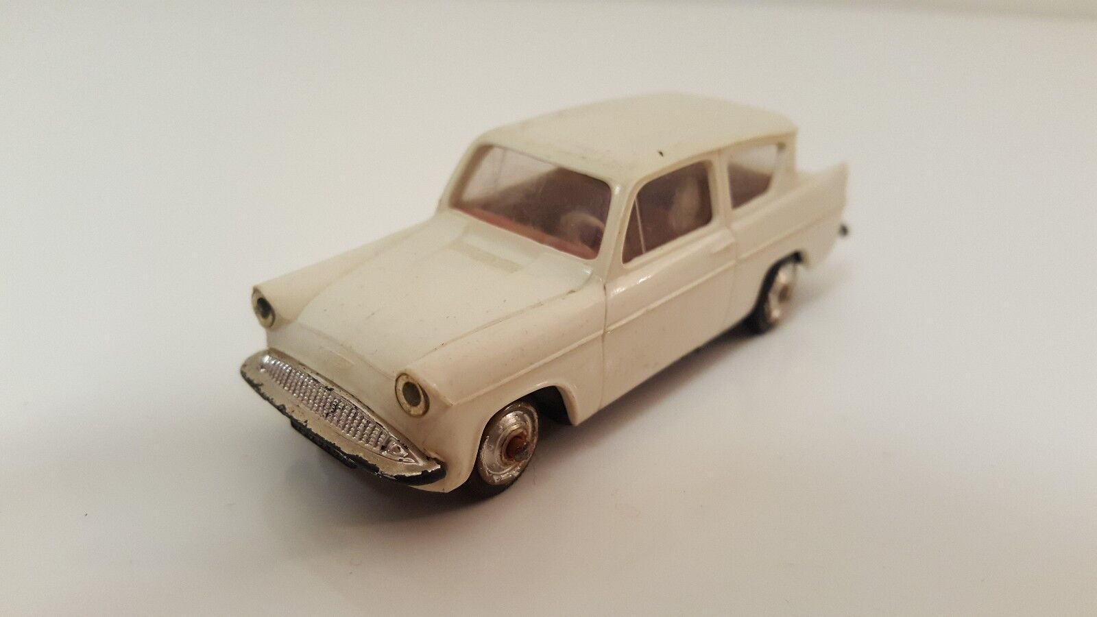 Norev plastique - Ford Ford Ford Anglia 1 43 (Années 60) 4725bc