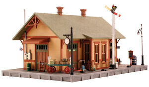 Woodland-Scenics-N-PF5207-Scale-Woodland-Station-Pre-Fab-Building-Kit-New
