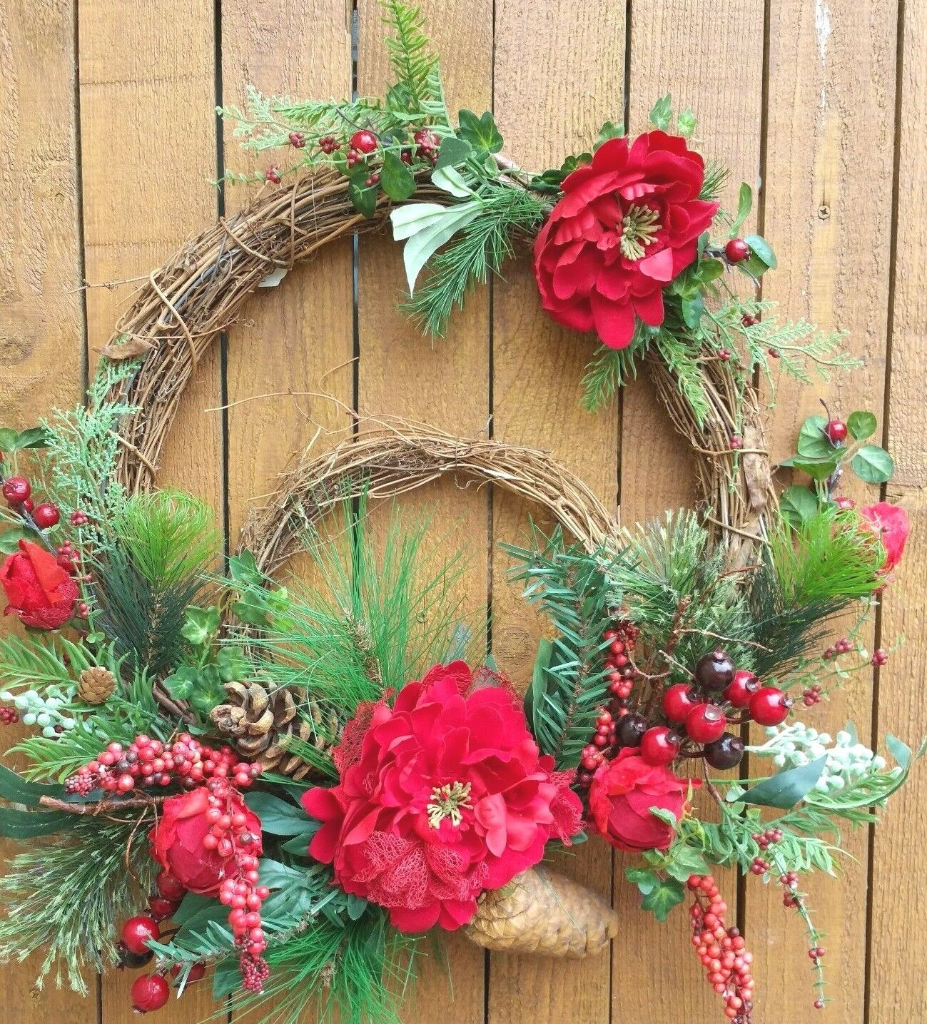 21   Double Christmas Wreath rot Peonies Pine Cones and Grünery