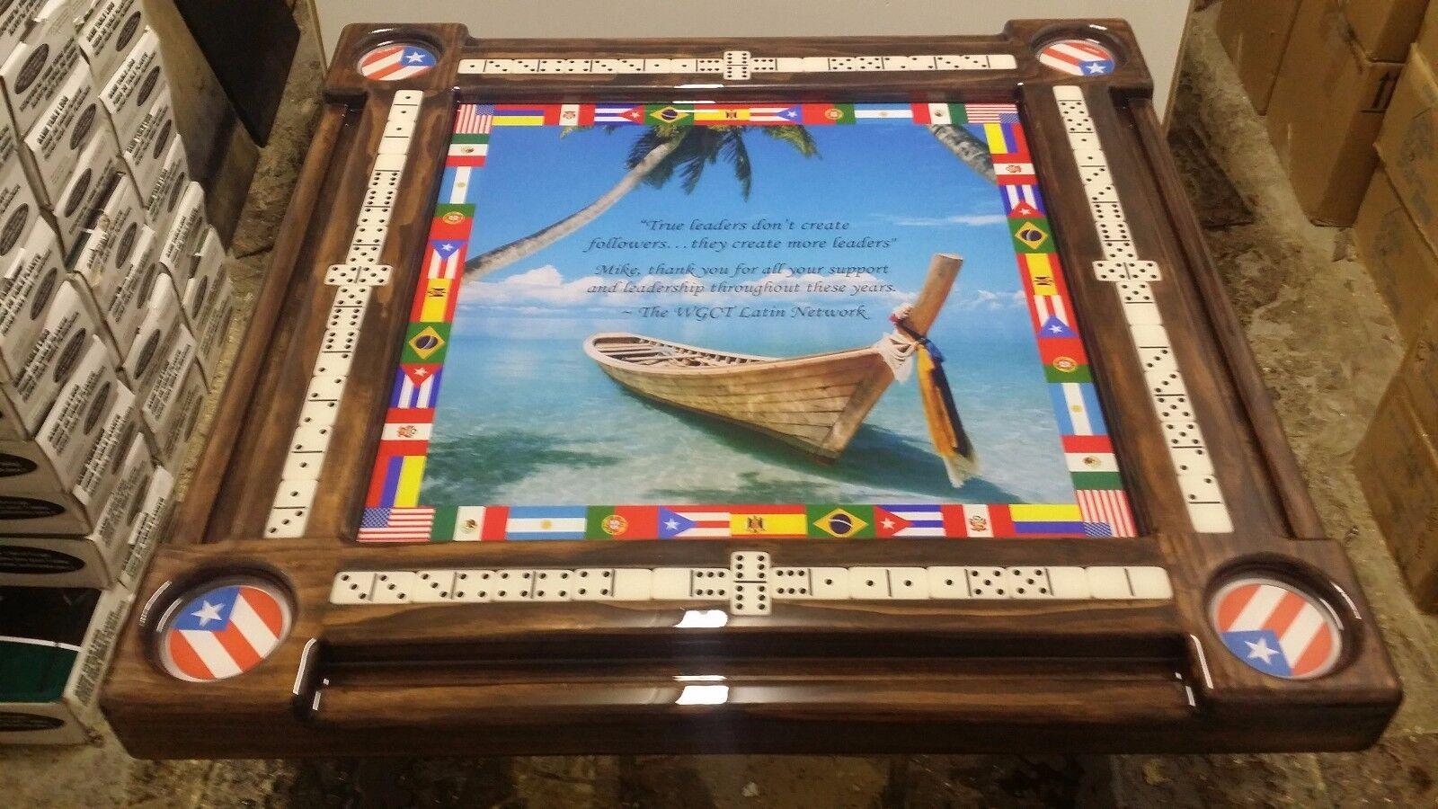Bateau sur plage tropicale Int 'l Latin Drapeaux Domino Table Par Domino tableaux par Art