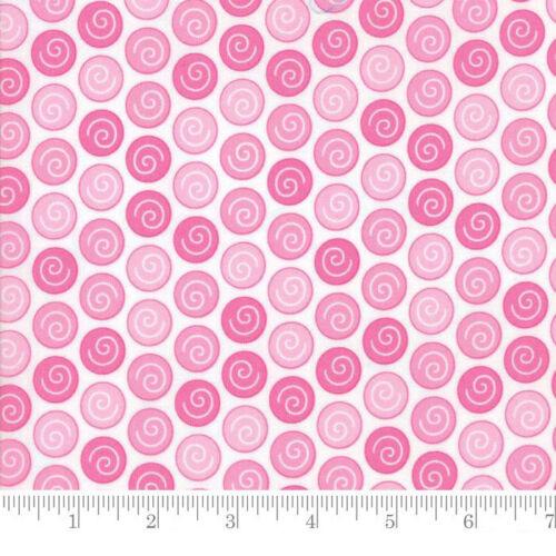 Moda Fabric Rainy Day Sidewalk Crack Dot Umbrella Pink Per 1//4 Metre