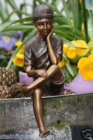 Bronzefigur Sitzender Junge Skulpur Bronze Neu Frostfest Kantenhocker Boan-1432