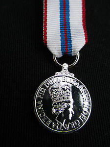 BRITISH-ARMY-RAF-RN-RM-Queen-039-s-Silver-Jubilee-1977-Miniature-Mess-Dress-Medal