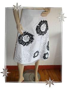 A-Magnifique-Jupe-Blanche-et-Noire-Motifs-Fleurs-Desigual-Taille-34