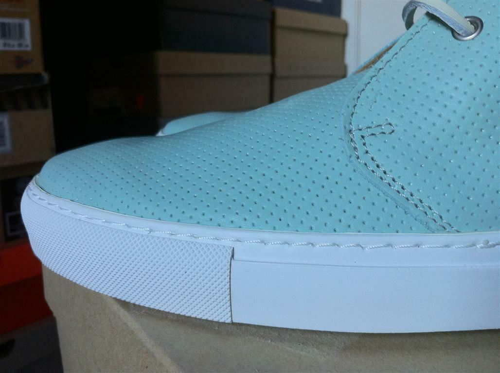 The The The Generic Man Perforated Pelle Chukka Stivali in Oceano/White Size 43.5 cc733c