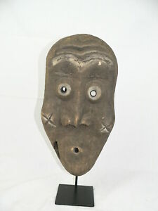 Holzmaske auf Eisenständer  Afrika Maske Pende Stamm der Pende Alt DR Kongo