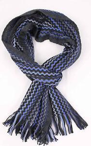 Klassischer-Strickschal-aus-100-Merinowolle-mit-Fransen-blau-Zick-Zack-Muster