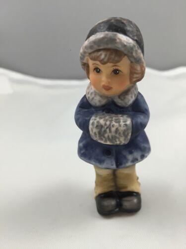 1999 Goebel Berta Hummel Figurine Set Of 2 Christmas Treats /& Snug and Warm 625