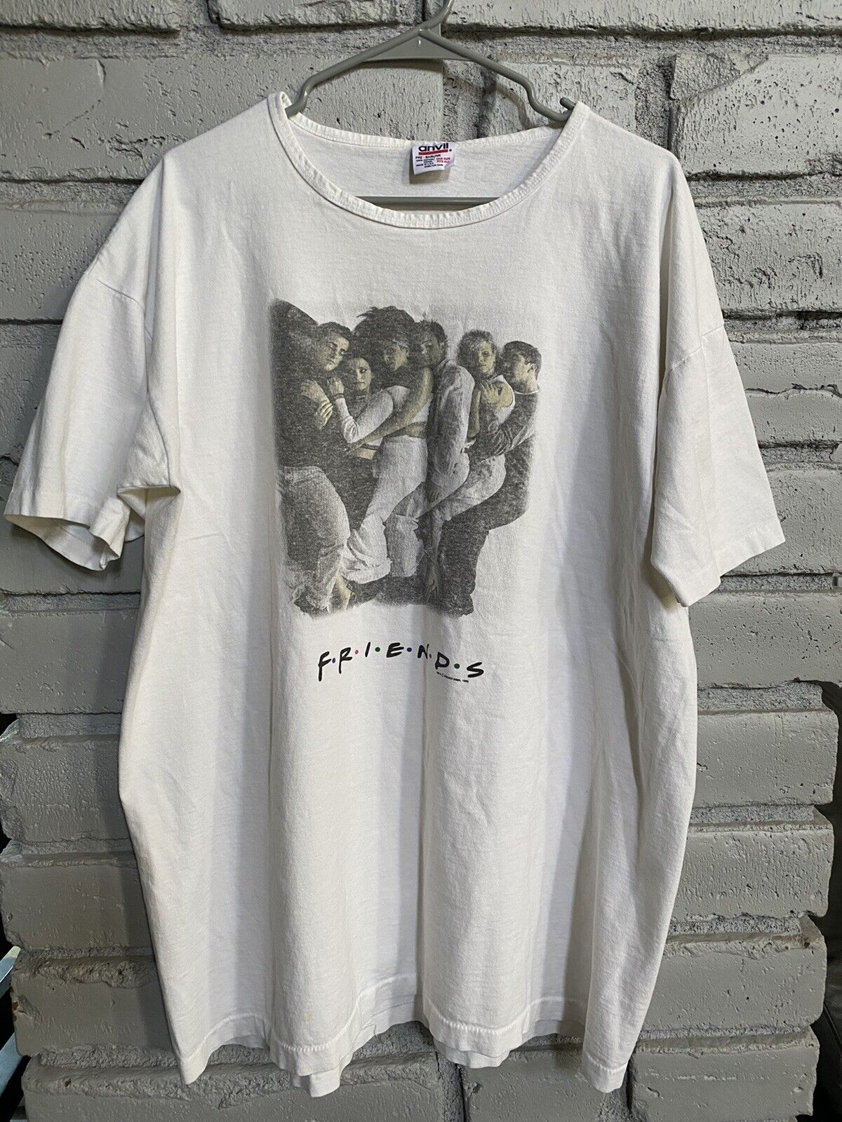 American Television Sitcom!! Vintage 1995 FRIENDS By WARNER BROS T-Shirt Brown Color Extra Large Size Made in Usa
