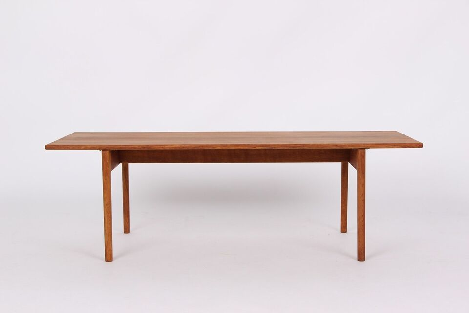 Hans J. Wegner. Sofabord af egetræ, model AT