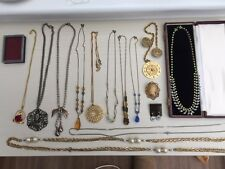 14 items of jewellery including necklaces, 2 brooches and 1 pair of earrings