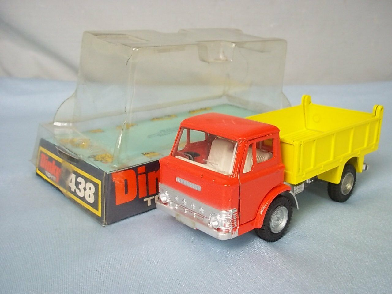Dinky Juguetes No.438 Ford D800 Tipper Truck, Near Mint Boxed, 1971
