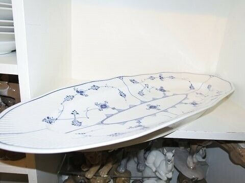 Porcelæn, Musselmalet Riflet  Stort fiskefad 60 cm.