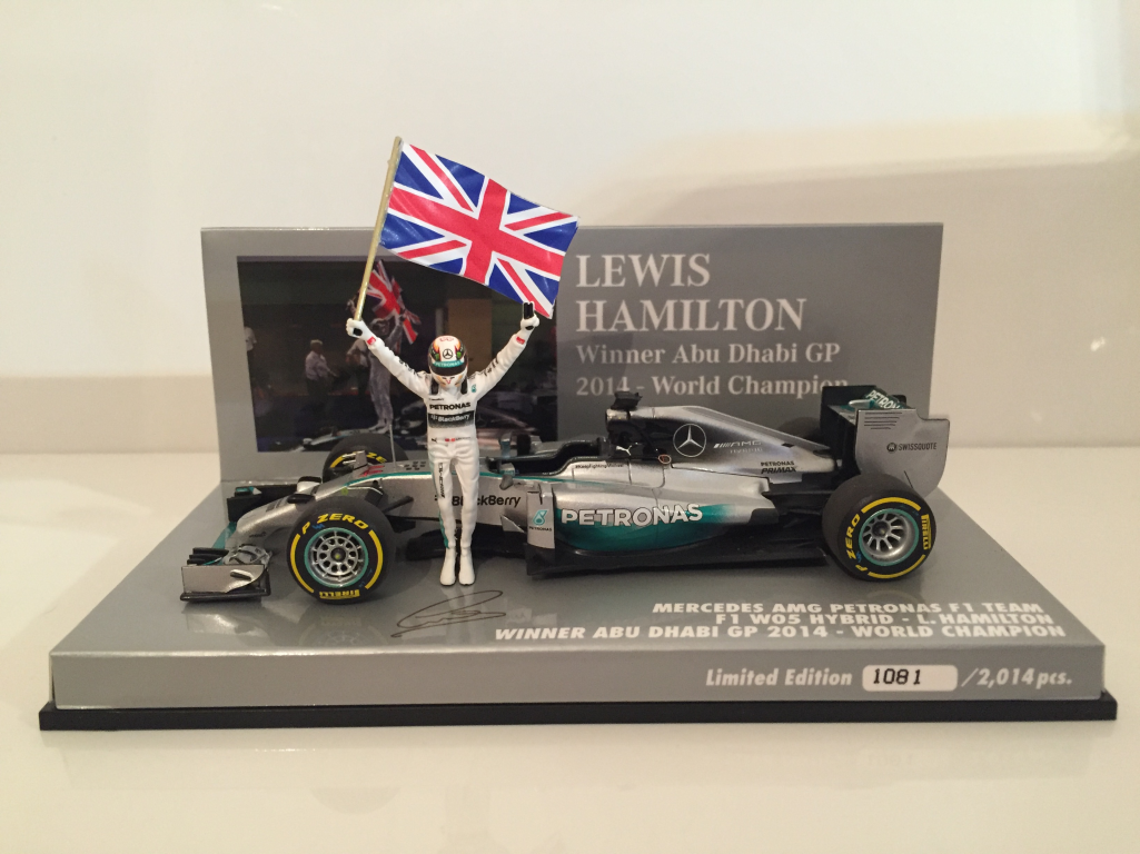 Minichamps 410140644 Lewis Hamilton CAMPIONE DEL MONDO 2014 vincitore ABU DHABI