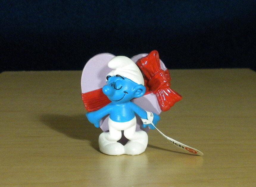 Smurfs 20747 Valentine's Day Smurf Pink Heart Vintage Figure PVC Toy Figurine