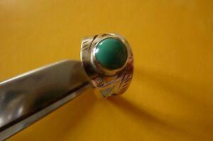 Ancienne-bague-en-argent-massif-avec-un-cabochon-turquoise