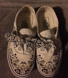 Details about Womans Vans Size 5 Black And White Slip On, Floral Print