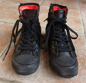 Tretorn Kids Size 6.5 Black with Orange Interior Tie Ankle Shoes