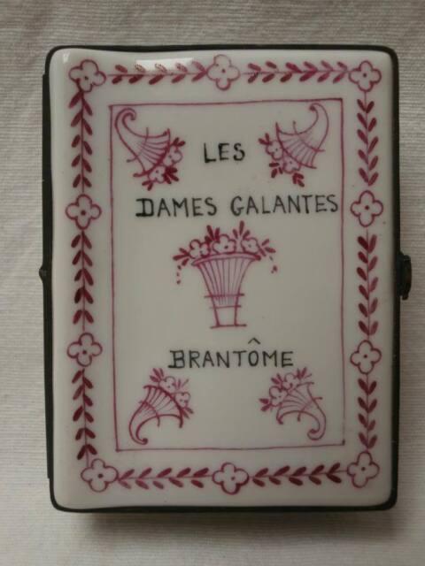 Boite porcelaine livre Les dames galantes Brantôme ceramique Old box book XXème