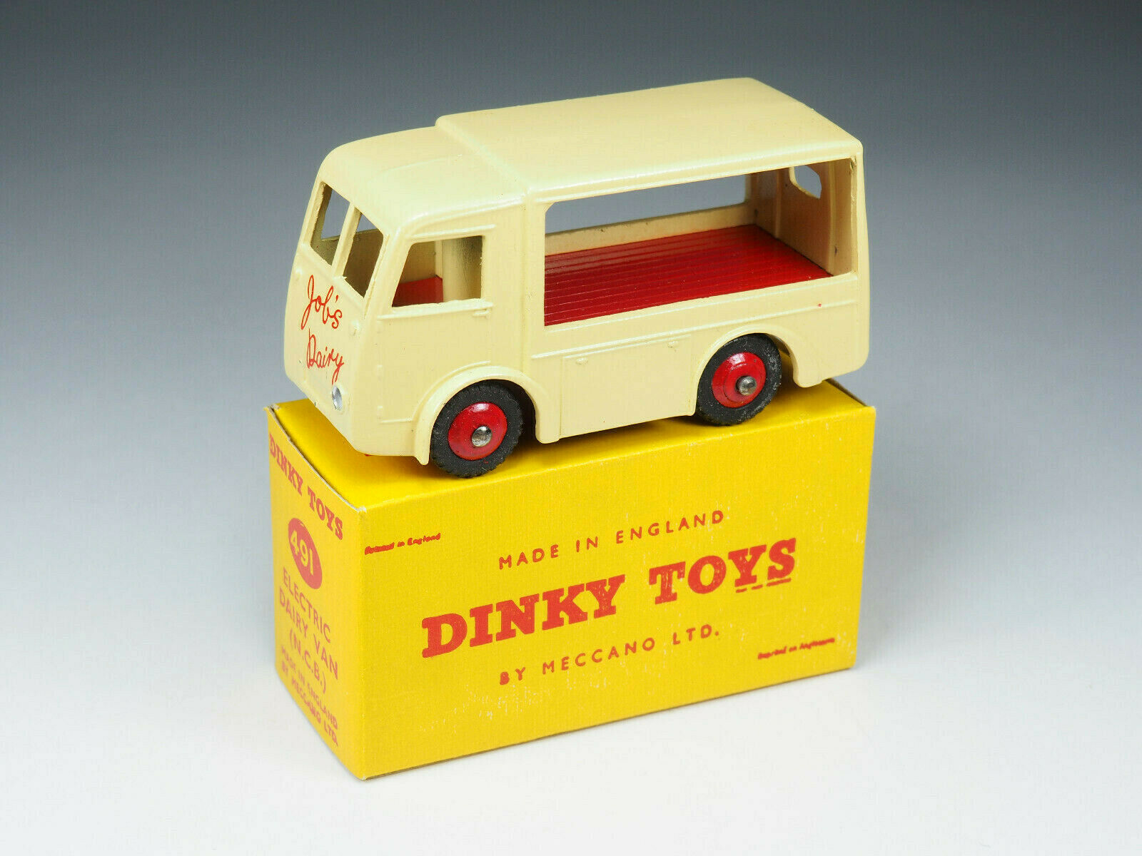 Dinky Spielzeugs - 30V   491 - Electric Dairy Van édition promotionnelle  Job's Dairy