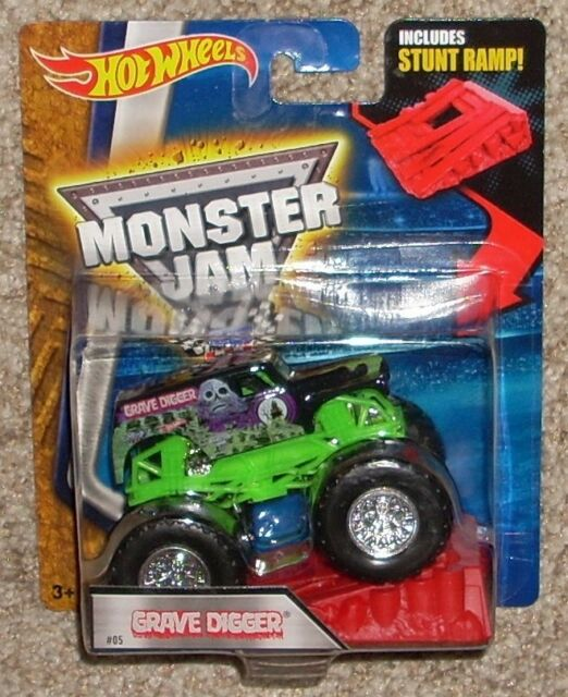 c8bdd2028269 Hot Wheels Monster Jam Grave Digger  05 With Stunt Ramp 1 64 Diecast Truck