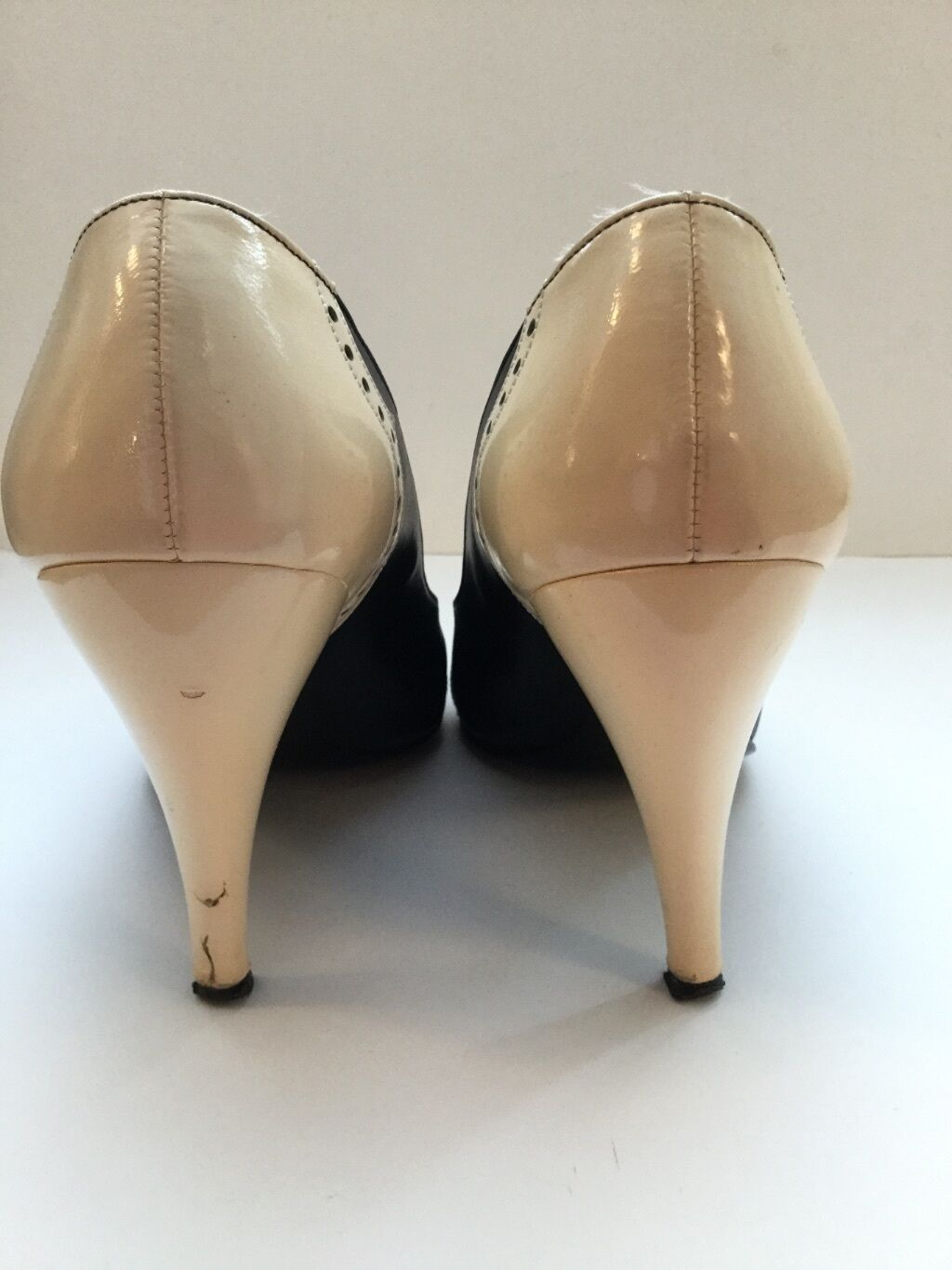 CHARLES JOURDAN CLASSIC NAVY & CREAM LEATHER HIGH HEEL COURT Schuhe BOXED