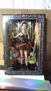 New-Barbie-Hard-Rock-Cafe-Plaid-Fishnet-Rocker-Doll-Gold-Label-Collector-2008