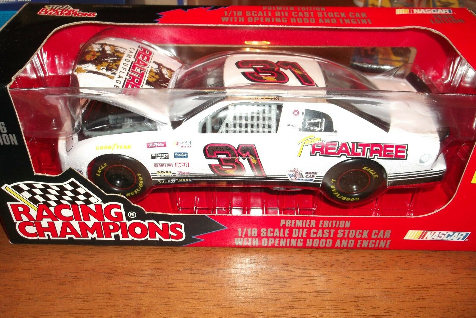 Mike Skinner Team RealTree 1 18 scale 1996 edition Racing Champions NIP (48)