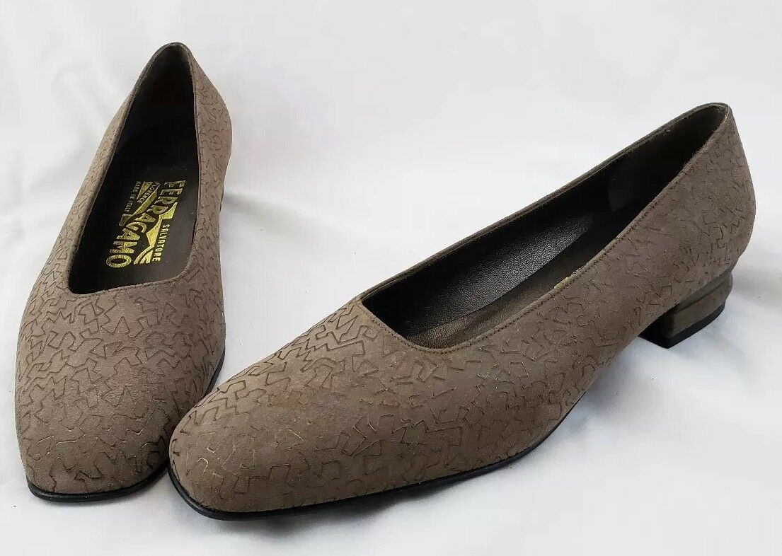 Salvatore Ferragamo Größe 7 B Taupe & Bronze Low Heel Pumps EXCELLENT Worn Once