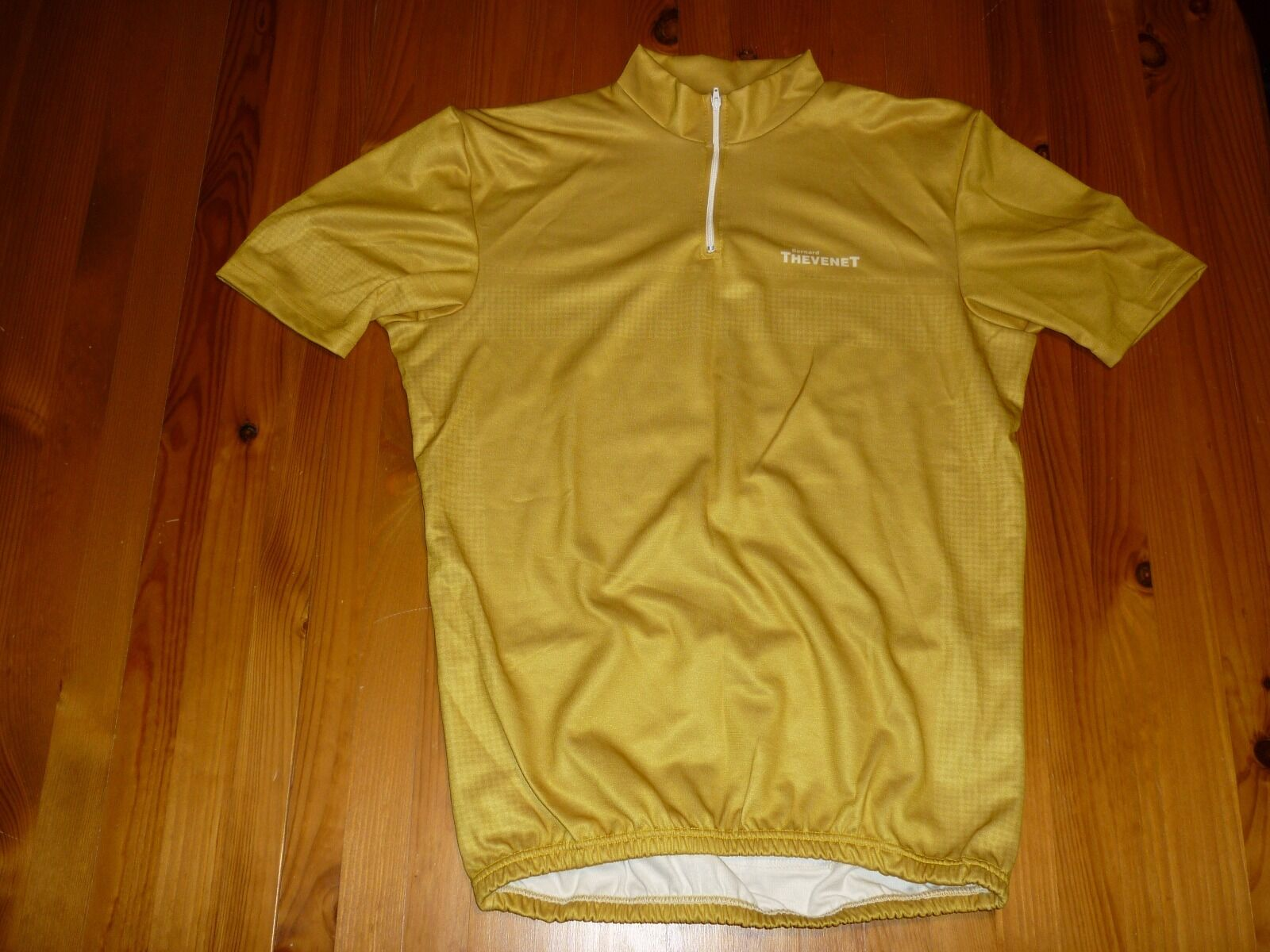 BENARD THEVENET VINTAGE CYCLING JERSEY  SIZE 7 BNWOT gold COLOUR  we supply the best