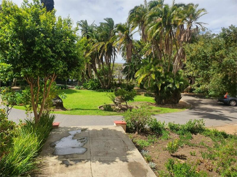 Lovely furnished 2 bedroom apartment in secure complex - Rondebosch (TE05)