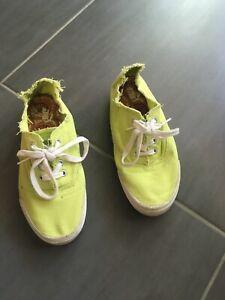 Détails sur Chaussures en toile Puma de couleur vert clair en Taille 37