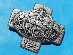 insigne PELERINAGE MILITAIRE A LOURDES 2003 CROIX
