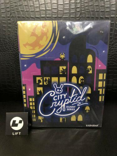 Kidrobot City Cryptid petit coin Blind Box Mini Series Case Of 24 (neuf, en stock)