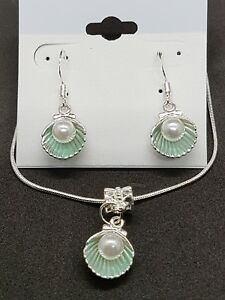 Imitation-pearl-in-a-green-alloy-shell-stirling-silver-necklace-and-earring-set