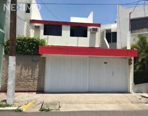 Venta de hermosa casa céntrica en la Colonia Flores Magón en Veracruz, Veracruz