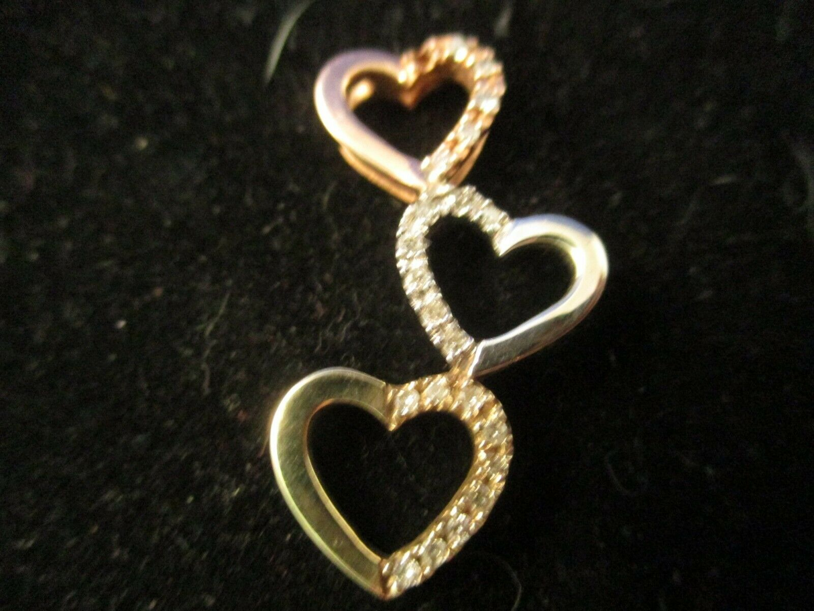Vintage 10K Tri colord gold Diamond Heart Pendent.    (TESTED 10K)