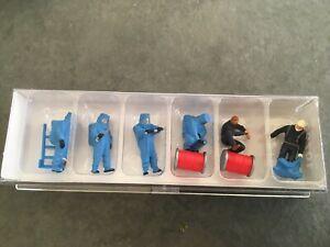 Feuerwehrmaenner-Blauer-Vollschutzanzug-Zubehoer-10729-von-Preiser