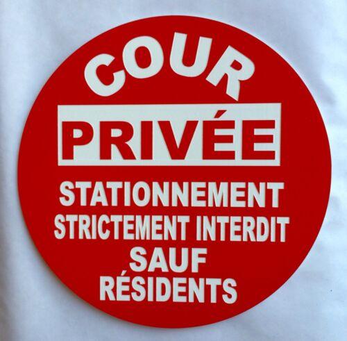 panneau COUR PRIVEE STATIONNEMENT STRICTEMENT INTERDIT SAUF RESIDENTS