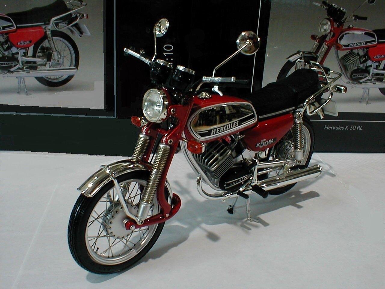 SCHUCO 1 10 MOTO HERCULES K50 RL CHROME et ROUGE ref 450664900