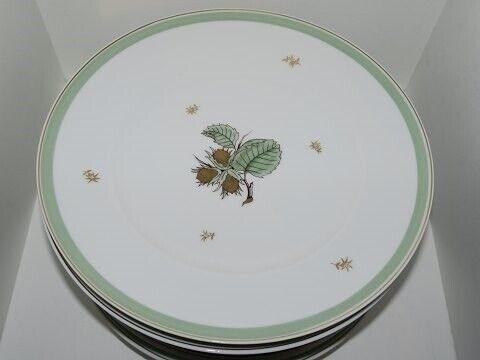 Porcelæn, Hasselnød  Middagstallerken 24 cm.,
