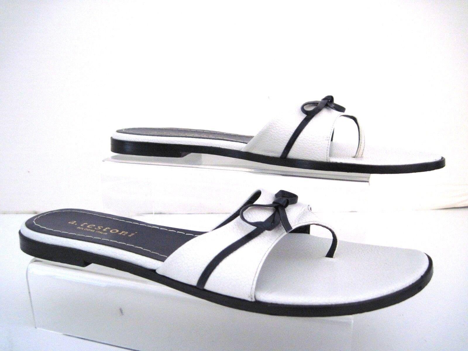 A. TESTONI WEISS Leder Baby Karibu Bianco Slide Sandales Bow Accent SZ 40