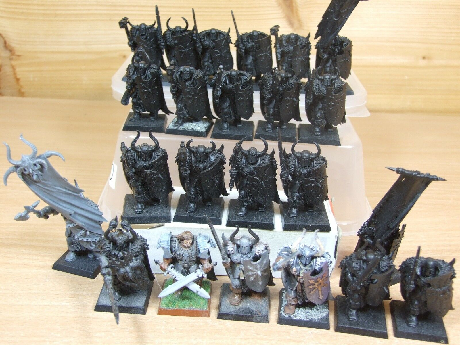 23 PLASTIC WARHAMMER CHAOS WARRIORS PART PAINTED (1364)