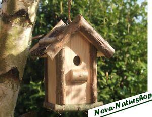 Mora-mangiatoia, uccelli nistkästchen, uccelli nisthäuschen con tetto fascine  </span>