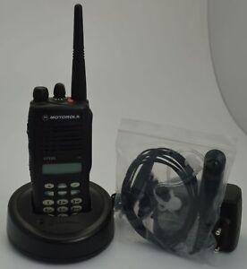 Motorola-GP380-UHF-mit-Ladestation-Headset-GP-380