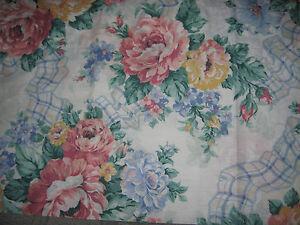 Pretty-Floral-Pouf-Curtain-Valance