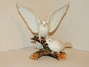 HOMCO-1985-Home-Interiors-Masterpiece-Porcelain-Figurine-Pair-White-Doves