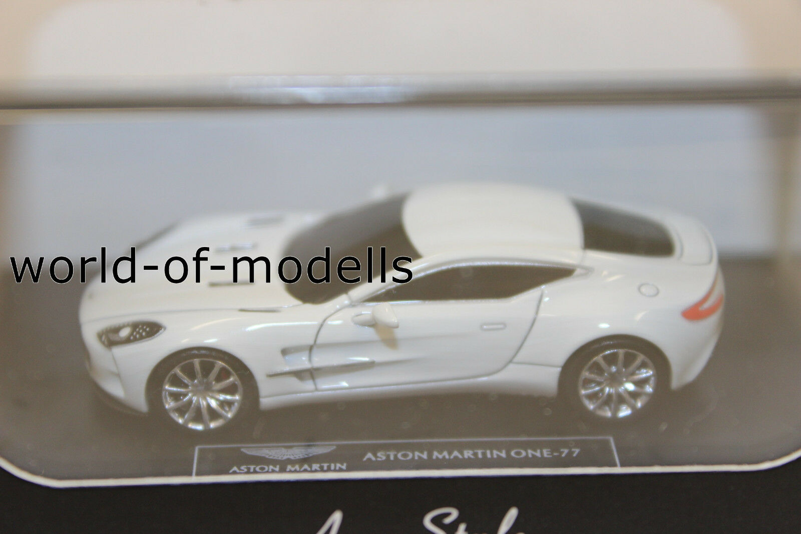 1:87 FrontiArt HO-05 Aston Martin One:77 silber