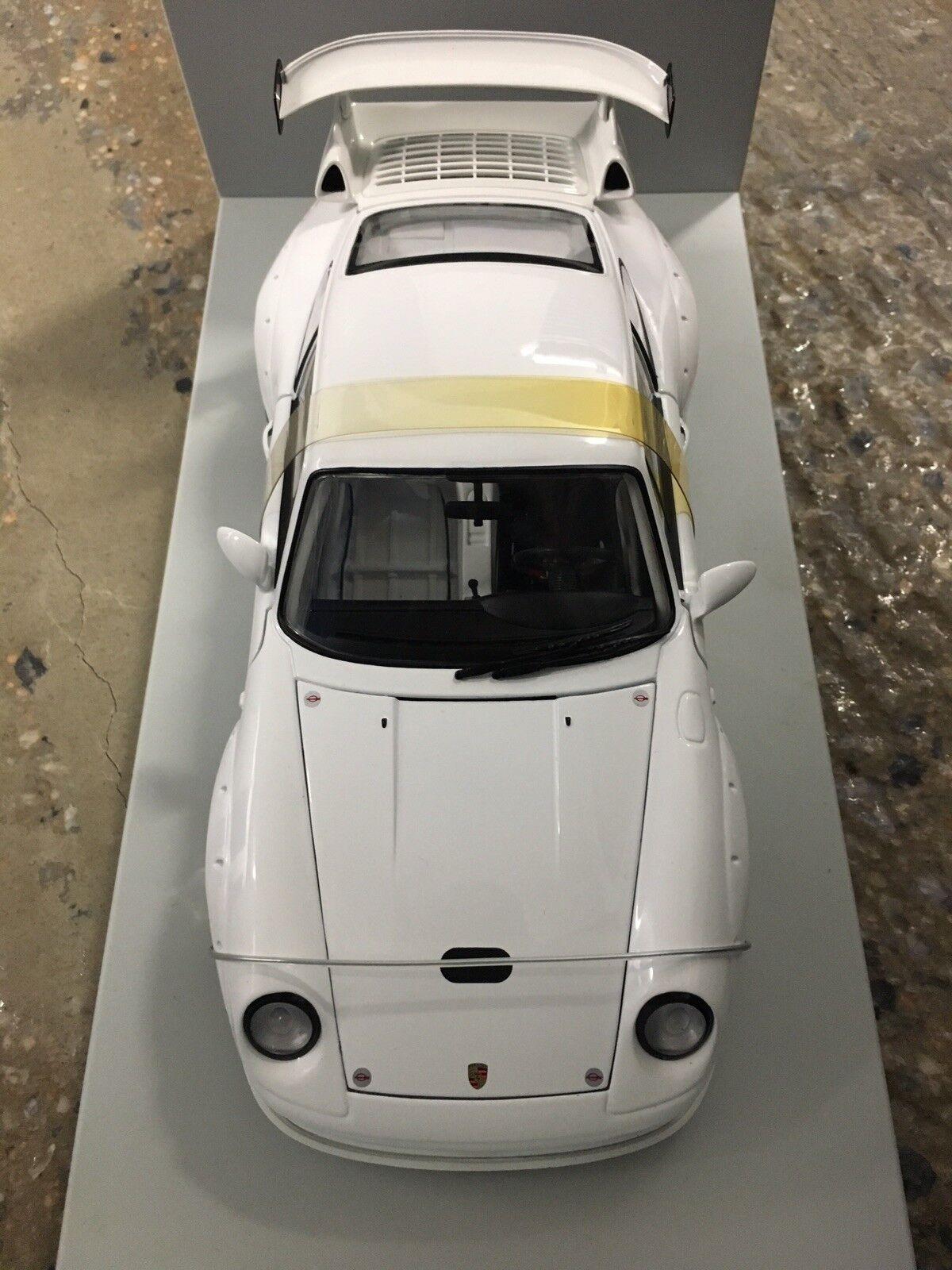 1 18 skala UT modelllllerler Porsche 911 993 GT2 Evo vit Street Version MY RARE